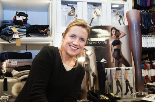 Dea Pasetti owns GIOYDEA, a historic boutique specializing in intimate apparel, hosiery and swimwear located in Milan, Italy.